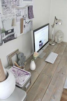 Werkkamer met mooi bureau.