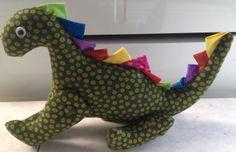 Dragon pequeño con piernas moviles. La cresta se puede hacer en colores para niño o para niña. http://elrincondeolga-olga.blogspot.com.es/