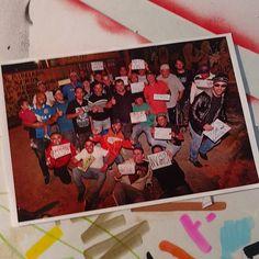 Movimento das cores  Hoje recebi minha fotografia feita pela amiga Martha Cooper quando ela esteve em Osasco, para encontro dos escritores dos anos 80.  Obrigado Mundano, Dino pela a oportunidade de estar presente nesse dia mágico.  #marthacooper  #pichacao #pixo  #graffiti #hiphop  #lendas #rua #mundano  #arte #vandalismo #fineart #street #spraycan #martha  #ateliercasadasogra #dingos http://misstagram.com/ipost/1549609764760539147/?code=BWBUd7xB1AL