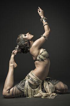 Taloche BellyDance Tribal Fusion on Behance Tribal Fusion, Des Femmes D Gitanes, Rachel Brice, Chica Fantasy, Belly Dancing Classes, Tribal Belly Dance, Belly Dance Music, Dance Poses, Yoga Poses
