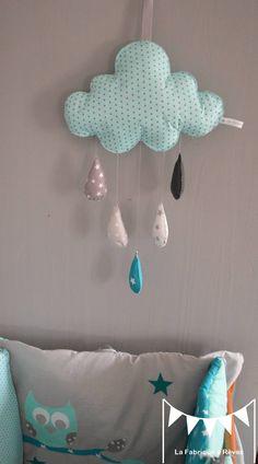 Dispo - Mobile suspension nuages et ses gouttes d'eau - turquoise et gris : Jeux, peluches, doudous par la-fabrique-a-reves