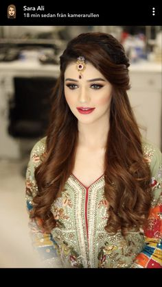 Pakistani Wedding Hairstyles Pictures - Based on your venue agreement, there could be a few limitations with regards to the sort of decor it is possible to generate or alterations you may make to the area. For instance, a museum or historical. Pakistani Wedding Hairstyles, Bridal Hairstyle Indian Wedding, Saree Hairstyles, Bridal Hair Buns, Open Hairstyles, Bridal Hairdo, Simple Wedding Hairstyles, Bride Hairstyles, Matha Patti Hairstyles