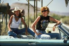 Susan Sarandon and Geena Davis Reunite to Reminisce About Brad Pitt's Thelma & Louise Scenes Thelma Louise, Susan Sarandon, Geena Davis, 10 Film, Pop Culture Halloween Costume, Halloween Costumes, Brad Pitt, Vanity Fair, Road Trip Movie