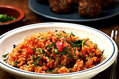 Djuvec-Reis Easy Healthy Recipes, Easy Meals, Healthy Meals, One Pot Pasta, Easy Healthy Breakfast, Vegetable Sides, Chana Masala, Fried Rice, Side Dishes