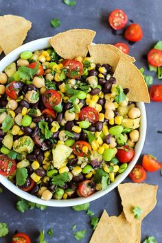 A few simple ingredients & 5 minutes are all you need for this vegan Pineapple Three Bean Salad! Serve with chips to make it the perfect healthy party dish. Super Healthy Recipes, Healthy Foods To Eat, Healthy Dinner Recipes, Vegetarian Recipes, Health Foods, Diet Recipes, Recipies, Edamame, Sin Gluten