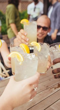 Cheers to the weekend! Bacardí Limonade is the perfect way to turn up the summer. (sp)