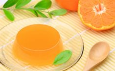 Orange jelly can be the solution to your toddler's tantrums - any time of the day! Vietnamese Dessert, Vietnamese Recipes, Vietnamese Food, No Bake Desserts, Delicious Desserts, Cooking Jam, How To Make Orange, Jaffa Cake, Low Carb Sweets
