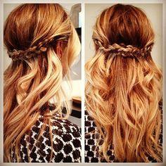 haistyle ; long blond hair