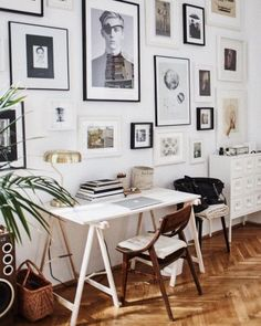That photo wall! Workspace Design, Office Interior Design, Home Office Decor, Office Interiors, Home Decor, Interior Ideas, Workspace Inspiration, Decoration Inspiration, Inspiration Wall