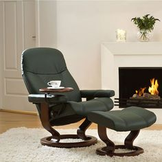 Epitomising the very essence of Stressless design, the simple lines and Scandinavian styling of the Stressless Diplomat recliner bring a stately and refined touch to your living room decor. Loveseat Recliners, Sofas, Low Back Sofa, Classic Sofa, Leather Recliner, Reclining Sofa, Chair And Ottoman, Love Seat, Lounges
