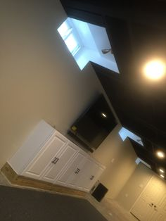 Finished the window bayes Basement Windows, Black Ceiling, Wall Lights, It Is Finished, Flat, Home Decor, Appliques, Bass, Decoration Home