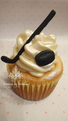 The hockey season just started.I am a huge fan of Boston Bruins,and our local team Iceholics!I fixed this cute cupcakes that matches the . Hockey Birthday Parties, Hockey Party, Hockey Birthday Cake, 30th Birthday, Hockey Cupcakes, Hockey Wedding, Let Them Eat Cake, Cupcake Cakes, Cupcake Ideas