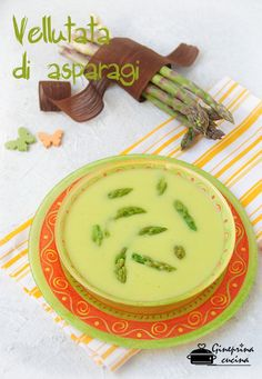 vellutata di asparagi con zucchine e patate Best Italian Recipes, Cheeseburger Chowder, Hummus, Ethnic Recipes, Food, Salsa, Drinks, Cooking, Dinner