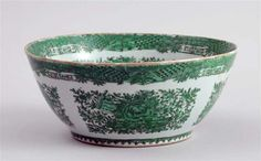A Chinese Export Green Fitzhugh Porcelain Bowl, Circa 1800-40
