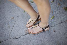 Caminando por los canales de Venice. Sandals. Sandalias. Details from my street style outfits. Detalles de mis looks de street style.