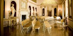 UK Wedding Venues: The Garden Room @londonsyonpark  comprises of two separate spaces, each of which boasts elegant decor and luxurious furnishings.