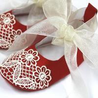 Baby Christmas Shoes - via @Craftsy
