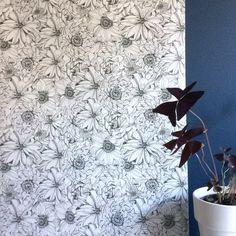 ST-illustration Papier peint dessiné par Sophie Truant disponible sur spoonflower Spoonflower, Curtains, Illustrations, Shower, Prints, Budget, Wallpaper, Pattern, Drawing Drawing