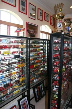 SERGIO GOLDVARG: MY SCALE MODEL CAR COLLECTION Hot Wheels Display, Model Train Layouts, Storage Hacks, Display Shelves, Display Cases, Displaying Collections, Model Trains, Scale Models, Layout Design