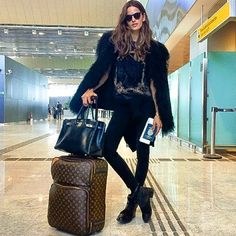 Fashion News and Trends: Designers, Models, Style Guides - Vogue - Vogue I Love Fashion, Fashion News, Women's Fashion, Travel Chic, Travel Style, Cool Style, My Style, Funky Style, Airport Style