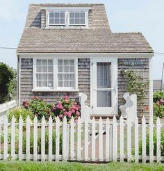 Little house on Nantucket Nantucket Cottage, Lakeside Cottage, Beach Cottage Decor, Cozy Cottage, Coastal Cottage, Cottage Homes, Coastal Living, Cottage Style, Little Houses