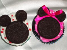 @Candice Voorhees...I thought I saw some Minnie stuff on your board for Iris' first bday. Look how cute! Mickey and Minnie Mouse Cupcakes