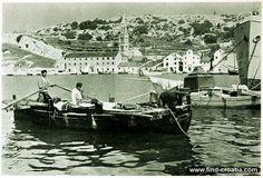 Fishermen in the port of Hvar in 1908
