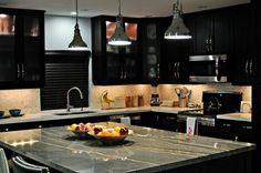 új konyha, konyhasziget, új burkolatok, konyhai kiegészítőkkel