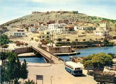 Chalkida, 1960s. Mystery tide, crazy water Below the old bridge linking Chalkida with the mainland you'll witness  something that happens nowhere else in the world. Every six hours the currents swell up, and then change direction. This weird behaviour is somehow due to the moon's gravitational pull and the difference in sea level between the north and south parts of the gulf of Evia but the details remain a little murky. (Info from discovergreece.com)