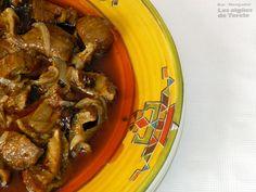 BULL EN CEBA - Ingredientes:  250 grs bull (buche de atún), 1 kg de cebollas, aceite de oliva, pimentón dulce. Dejar en remojo el buche de atún durante 24 horas, cambiando el agua 3 o 4 veces. Trocear la cebolla en láminas de dos centímetros y ponerla a dorar. Escaldar el buche reservando un poco de caldo y trocearlo. Mezclar el buche con la cebolla y darle unas vueltas. Agregar pimentón y el caldo reservado. Rectificar de sal. Cocer a fuego lento 45 minutos. FOTO: Rte Terele de Pego