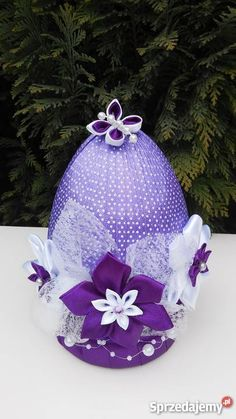 Quilted Ornaments, Fabric Ornaments, Holiday Ornaments, Egg Crafts, Easter Crafts, Arts And Crafts, Easter Fabric, Flower Ball, Ribbon Art