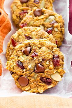 Pumpkin Chocolate Chip Oatmeal Breakfast Cookies (V, GF): Soft, chewy pumpkin oatmeal cookies packed with chocolate chips and pumpkin seeds. Perfect for breakfast or an afternoon treat! #Vegan #GlutenFree #DairyFree #Cookies #Baking #Breakfast | Recipe on BeamingBaker.com