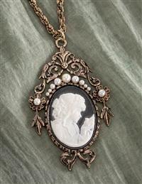 Ear Jewelry, Cute Jewelry, Pendant Jewelry, Jewelry Art, Pendant Necklace, Jewelery, Jewelry Ideas, Vintage Cameo Jewelry, Antique Jewelry