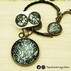 Parure stile vintage composta da collana, orecchini e bracciale fatti a mano.