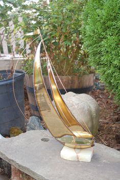 Mid Century Modern Large tall, Signed, Nautical, Artisan, Torch Cut Welded Brass Sailboat / Sailing Vessel Art Sculpture on Onyx Base Vintage Nautical Decor, Station To Station, Sailboat, Sculpture Art, Mid-century Modern, Sailing, Artisan, Mid Century, Brass