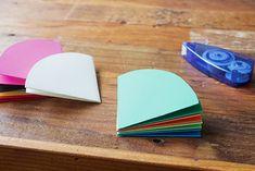 すぐ作れる!可愛い雑貨「ミニ傘」の作り方| Pacoma パコマ | 暮らしの冒険Webマガジン Bookbinding, Paper Design, Paper Flowers, Origami, Diy Crafts, Handmade, Accessories, Carnival, Paper Crafting