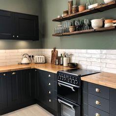 Kitchen Room Design, Home Decor Kitchen, Rustic Kitchen, Kitchen Interior, New Kitchen, Shaker Kitchen, Green Country Kitchen, Modern Retro Kitchen, Country Kitchen Tiles