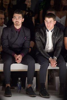 Joe Jonas & Nick Jonas do #NYFW