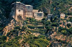 Simonos Petra Monastery in Mount Athos, Chalcidiki, Macedonia Monuments, Cool Places To Visit, Places To Travel, Le Tibet, The Holy Mountain, Christian World, Beautiful Beaches, Island, Dreams