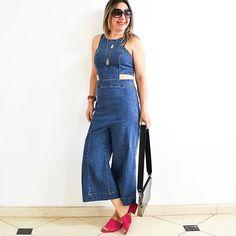 Pronta para curtir a programação do #sábado de uma forma bem fresh & relax. #Jeans 😍 e um pontinho de cor 💗 pra deixar com mais cara de verão, né? #bomdia #bomsabado 💋 #macacão #jumpsuit