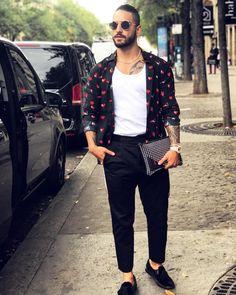 JustLifeStyle shared a photo from Flipboard Pretty Men, Pretty Boys, Boy Fashion, Fashion Outfits, Mens Fashion, Maluma Haircut, Maluma Style, Maluma Pretty Boy, Camisa Lisa