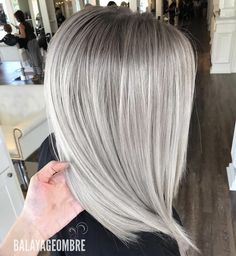 Charming Icy Blonde Balayage Hair Color Ideas for 2019 Blonde Hair Tips, Platinum Blonde Hair, Balayage Blond, Hair Color Balayage, Lime Crime Makeup, Mi Long, Silver Hair, Gorgeous Hair, Hair Lengths