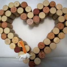 How to Make Art from Wine Corks {diy art}