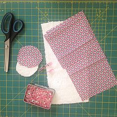 Pochette à savon nomade – Cam & Drey bricolent… Creation Couture, Couture Sewing, Hacks Diy, New Years Eve Party, Diy And Crafts, Sewing Projects, Patches, Blog, Pouch