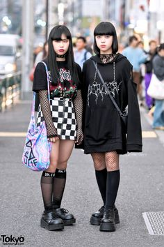 cooler Punk / alternativer Stil … Sarah (links, 17 Jahre) & Saki (rechts, 15 Jahre cool punk / alternative style … Sarah (left, 17 years) & Saki (right, 15 years … Japan Street Fashion, Tokyo Street Style, Tokyo Fashion, Harajuku Fashion, Fashion Fashion, Tokyo Style, Japan Style, Pop Punk Fashion, Tumblr Fashion