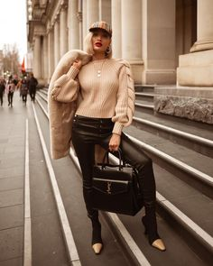 Need some inspo to upgrade your moody weather style? Check out these fabulous casual fall outfits. Casual Fall Outfits, Fall Winter Outfits, Trendy Outfits, Urban Street Style, Casual Street Style, Big Fashion, Fashion Outfits, Fashion Design, Mode Latex