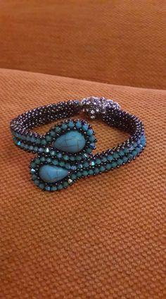 Beaded Bracelets Tutorial, Woven Bracelets, Jewelry Bracelets, Beading Tutorials, Beading Patterns, Beaded Jewelry, Handmade Jewelry, Beads And Wire, Bead Weaving