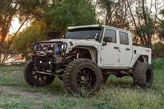 Meet the Bandit, a 700 horsepower Jeep Wrangler pickup built by Texas' Starwood Motors. It's larger than life and it could be yours.