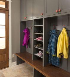 50 DIY Farmhouse Mudroom Bench Decor Ideas – Best Home Decorating Ideas Lake Elmo, Flur Design, Design Design, Mudroom Laundry Room, Closet Mudroom, Mudroom Cubbies, Bench Mudroom, Pocket Doors, Interior Design