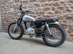 D'origine une Suzuki GN 125 c'est..... euh...... une GN quoi, une petite 125 pour tous les jours, donc un esthétique pas vraiment avenant...